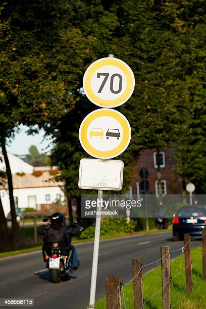ブリーチの道路標識 - 待避所標識 ストックフォトと画像