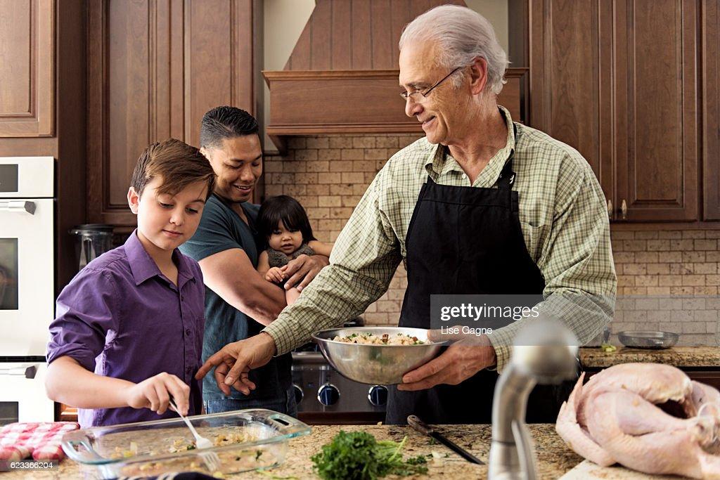 Blended Family preparing thanksgiving dinner together : Stock Photo