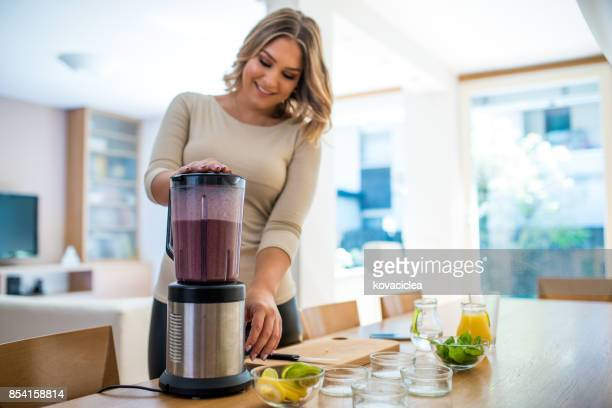 Blending the smoothie