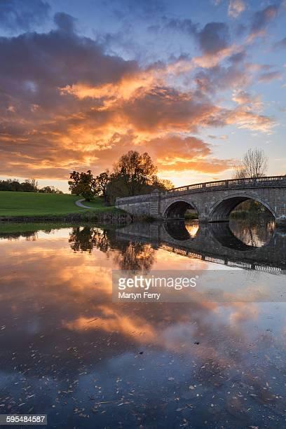 blenheim bridge reflection - blenheim palace stock pictures, royalty-free photos & images