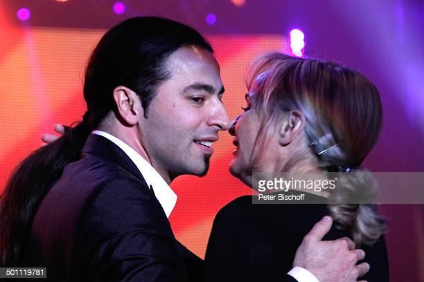 Blent Ceylan mit Managerin 6 GalaVerleihung Lea Award 2011 als Auftakt zur Musikmesse Festhalle Frankfurt Hessen Deutschland Europa Auftritt Bhne...