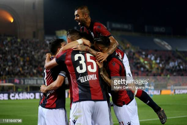 Blerim Dzemaili of Bologna FC celebrates after scoring his team's second goal during the Serie A match between Bologna FC and SSC Napoli at Stadio...