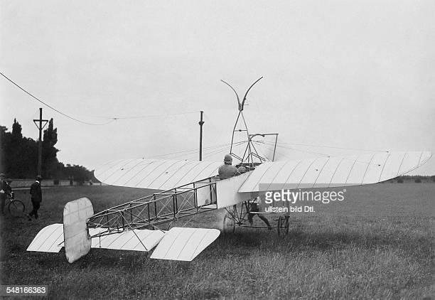 Bleriot Louis Engineer Aviator F *01071872 Bleriot before the flight in his monoplane XII ca 1913 Photographer MRol Vintage property of ullstein bild