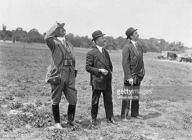 Bleriot Louis Engineer Aviator F *01071872 From left to right Louis Bleriot Alfred LeBlanc und Emile Dubonnet in the Aero Club observing the flight...