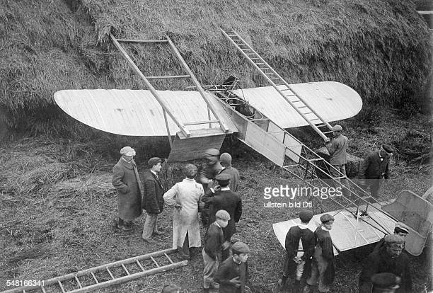 Bleriot Louis Engineer Aviator F *01071872 The first flying tests Bleriot crashed with his monoplane Bleriot XI in a haystack ca 1909 Photographer...