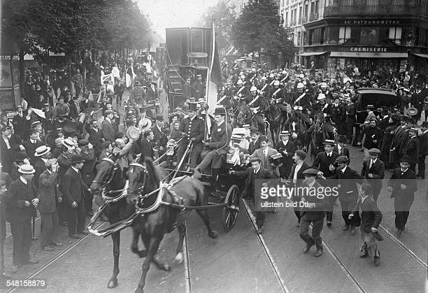 Bleriot Louis Engineer Aviator F *01071872 The welcome of Louis Bleriot in Paris who crossed the English Channel for the first time ca 1909...