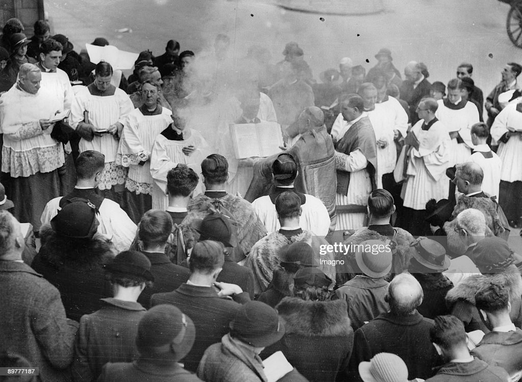 Blessing of the Holy Fire in front od the Westminster Cathedral in