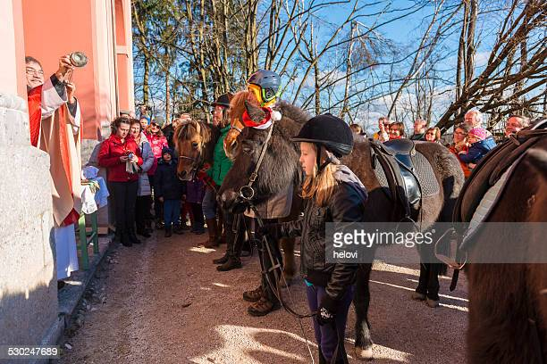 ブレッシングの馬 - 聖職服 ストックフォトと画像