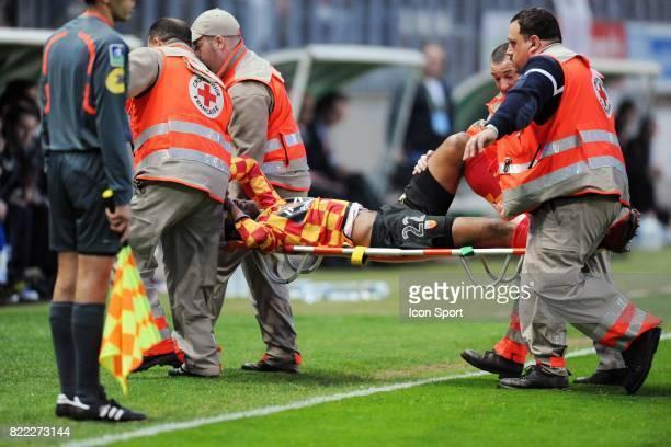 Blessure d'Issam JEMAA Amiens / Lens 30eme journee de Ligue 2 Stade de la Licorne Amiens
