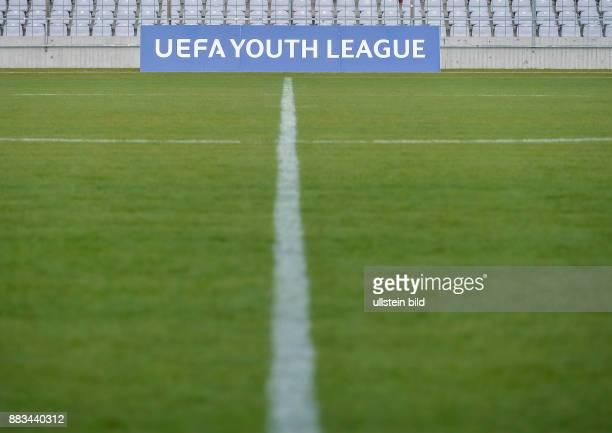 Blich auf die Mittellinie mit dem UEFA YOUTH LEAGUE Schriftzug waehrend dem 4 Spieltag der Gruppe F UEFA Youth League FC Bayern Muenchen gegen...
