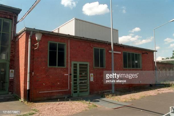 Blick am 8.6.1998 auf das Gebäude auf dem Gelände des ehemaligen Brennelementehersteller Nukem, in dem sich vor elf Jahren eine schwere Explosion...