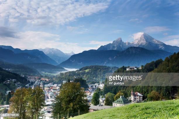 blick auf berchtesgaden mit watzmann und nebel auf dem königssee - thuringia stock pictures, royalty-free photos & images
