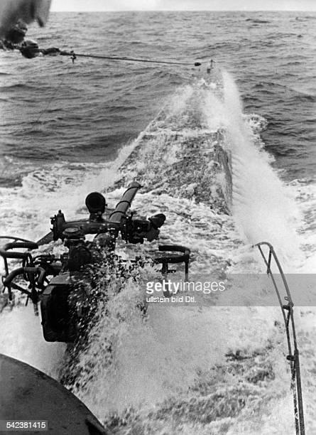 Blick auf das Vorderschiff einesdeutschen UBootes im AtlantikMaerz 1942