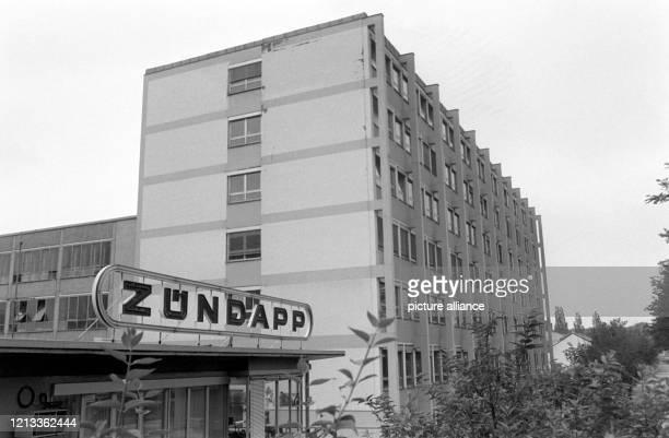 Blick auf das ZündappWerk in München aufgenommen am 13 August 1984 Zündapp einer der letzten deutschen Hersteller motorisierter Zweiräder hat beim...