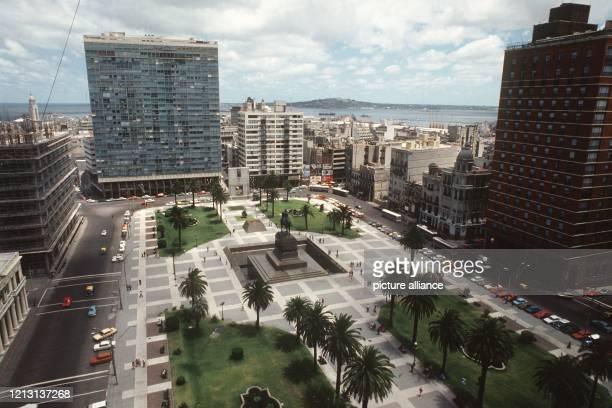 Blick auf den Plaza Independencia in Montevideo der Hauptstadt Uruguays aufgenommen im Januar 1981