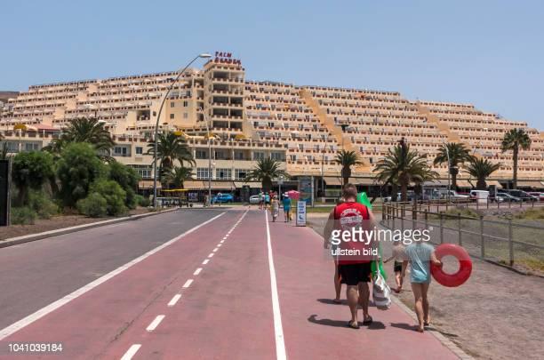 Blick auf den Strand und Hotelanlagen in der Naehe von Morro Jable auf der kanarischen Insel Fuerteventura in Spanien