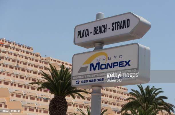 Blick auf den Strand und Hotelanlagen in der Naehe von Morro Jable auf der kanarischen Insel Fuerteventura in Spanien.