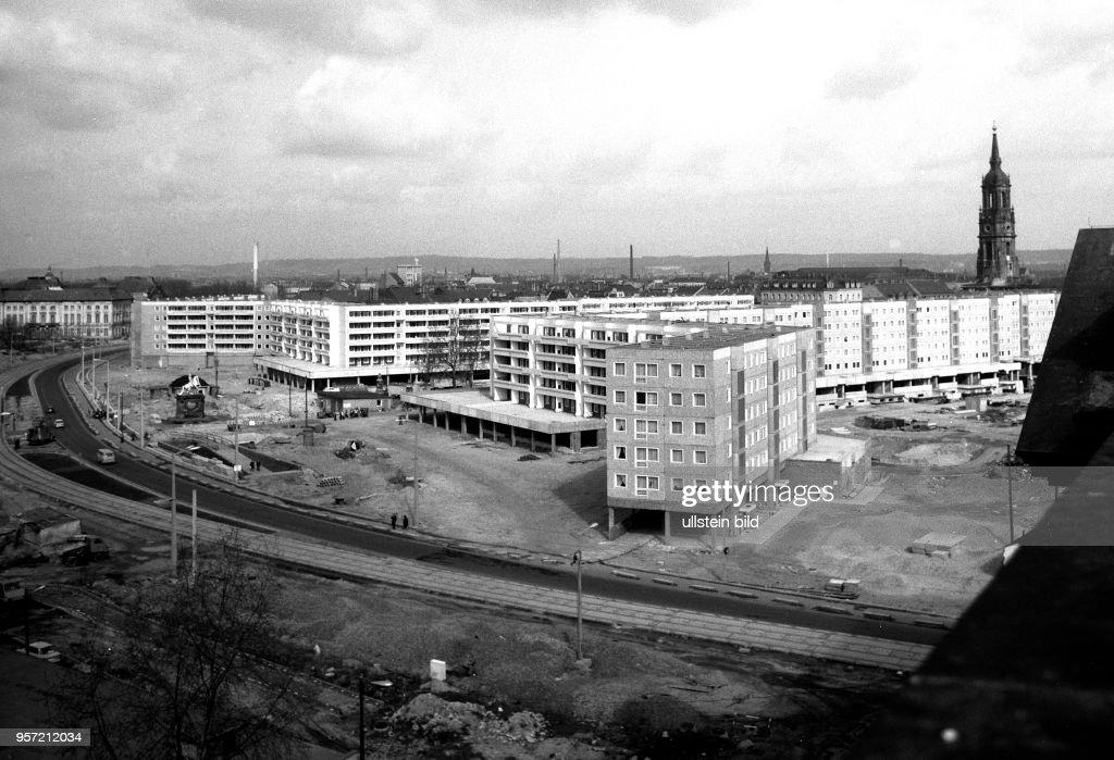 DDR - Baustelle Dresden Neustadt : News Photo