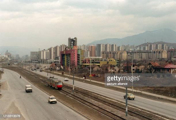 Blick auf die ehemalige Heckenschützen-Allee von Sarajevo am 5.2.1997.