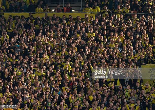 Blick auf die Gelbe Wand die Suedtribuene und Heimat der Dortmund Fans waehrend dem Fussball Bundesliga Spiel Borussia Dortmund gegen Bayer...
