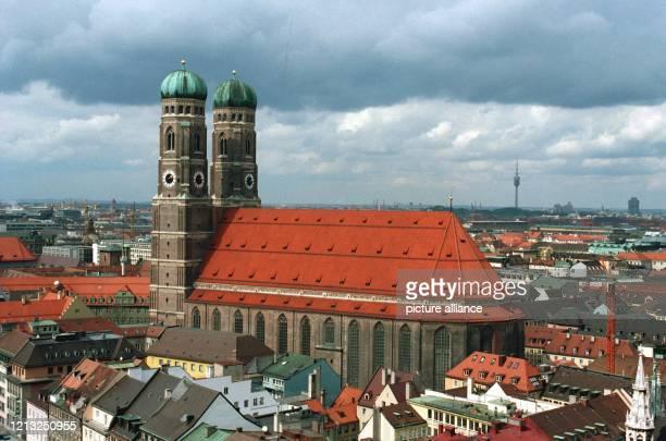 Blick auf die spätgotische Kirche Unserer lieben Frau Wahrzeichen der bayerischen Hauptstadt München aufgenommen am 741994