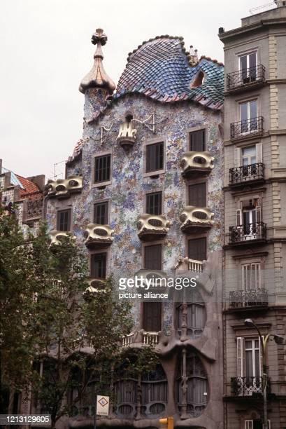 Blick auf die von dem katalanischen Architekten Gaudi gebaute Casa Batllo in Barcelona. Aufnahme vom September 1989.