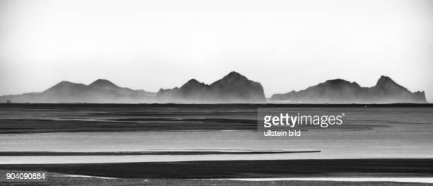 Blick auf die Vulkaninsel Heimey im Süden Islands