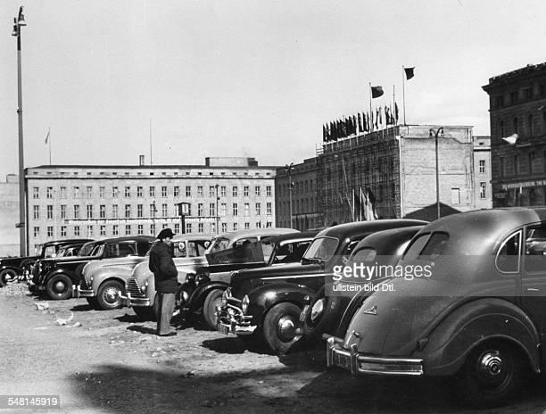 Blick auf ein Hintergebäude sowie ein Mitte der 30er Jahre errichtetes Seitengebäude des ehem. Reichsministeriums für Volksaufklärung und Propaganda;...