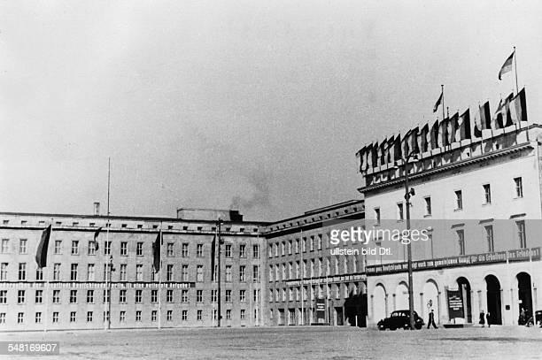 Blick auf ein Hintergebäude sowie ein Mitte der 30er Jahre errichtetes Seitengebäude des ehem. Reichsministeriums für Volksaufklärung und Propaganda...