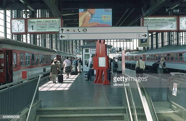 Blick auf einen Fernbahnsteig- 1999