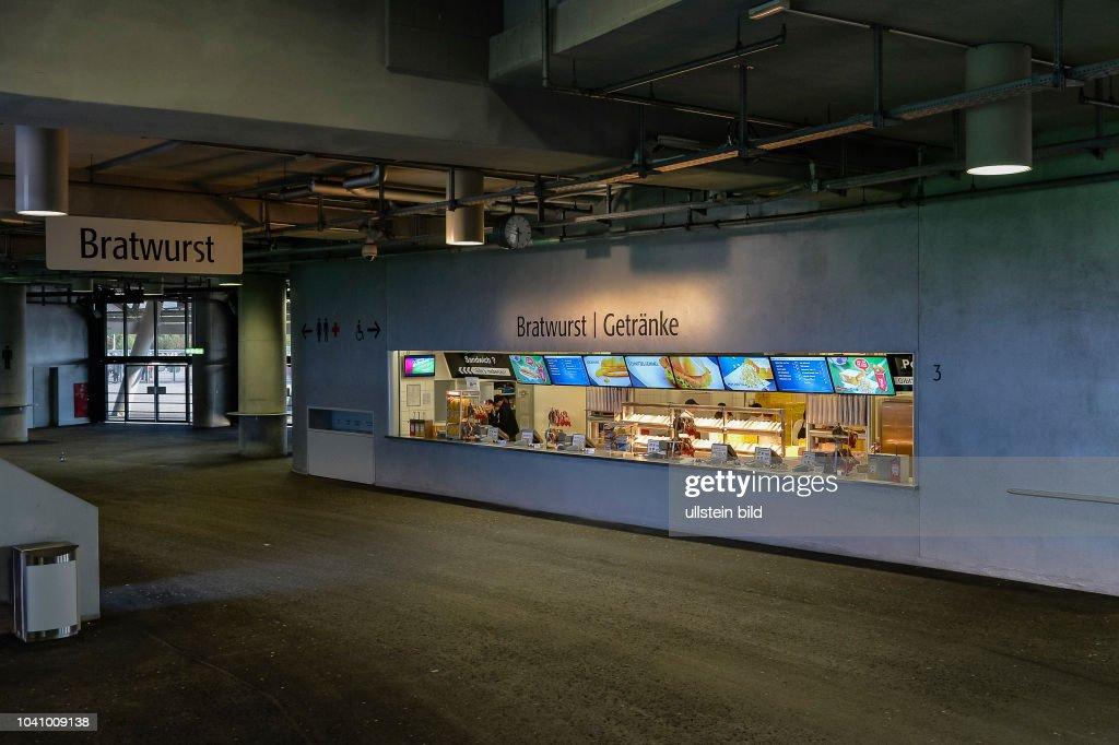 Blick auf einen Verpflegungsstand der Allianz Arena, am 22 Pictures ...