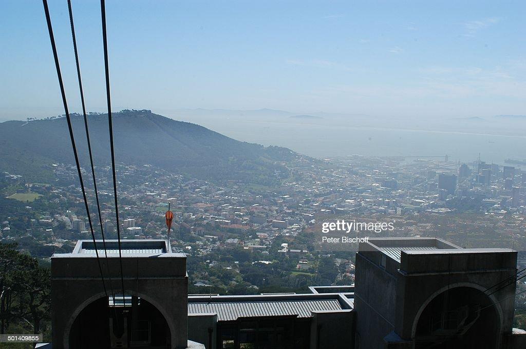 Blick auf Kapstadt, und Berg-Station Seilbahn, Tafelberg-Nationalpark, Kapstadt, Süd : News Photo