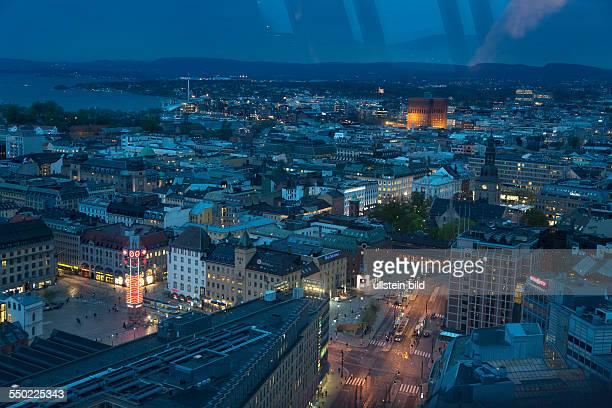 Blick aus dem 28 Stock eines Hotels über Oslo bei Nacht