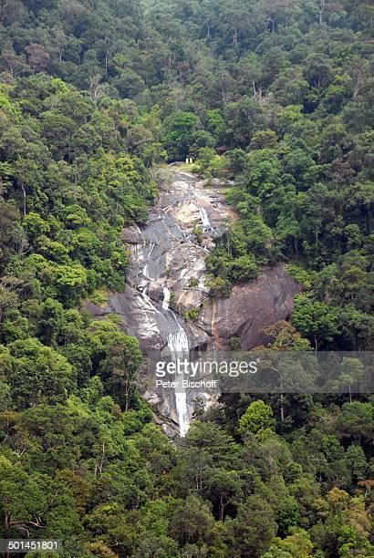 Blick aus SeilbahnGondel auf Wasserfall Dschungel unter Seilbahn zur Sky Bridge Provinz Pantai Tengah Insel Langkawi Malaysia Asien Reise NB DIG PNr...