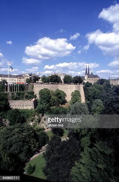 Blick über das Vallee de la Petrusseauf die Altstadt r die Kathedrale'Notre Dame' 1998kirche kirchen
