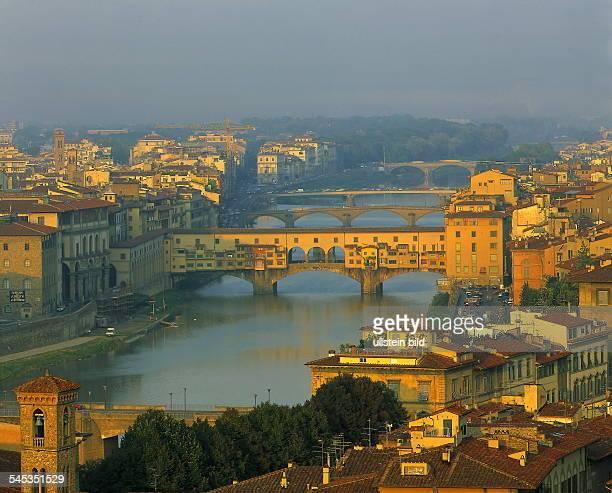 Blick über den Arno und die Ponte Vecchio oJ