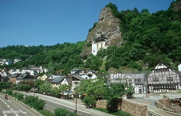 Blick über Oberstein: i.d.M. Die in eine Grotte eingefügte Felsenkirche - Aussenansicht 2000