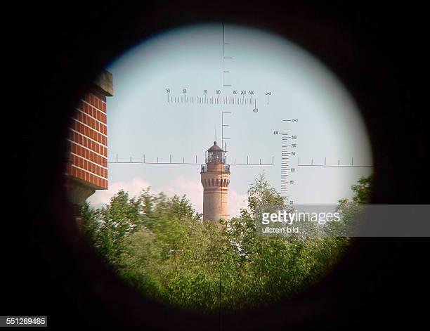 Blick durch das Zielfernrohr eines Panzers auf den Leuchtturm Swinemuendes im Fort Zachodny heutiges Museum fuer Militaergeschichte in Swinemuende...