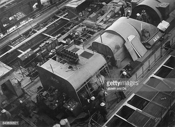 Blick in das Elektrizitätswerkvon HaifaDeutsche Techniker überwachen denEinbau von AEGMaschinen aus derBundesrepublik Deutschlanddie im Rahmen...