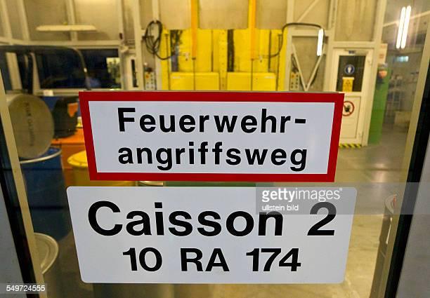 Blick in den Caisson 2 des Zwischenlagers Nord in Lubmin . In der Halle stehen Dampferzeuger und Reaktorgefaesse der demontierten Kernkraftwerke...