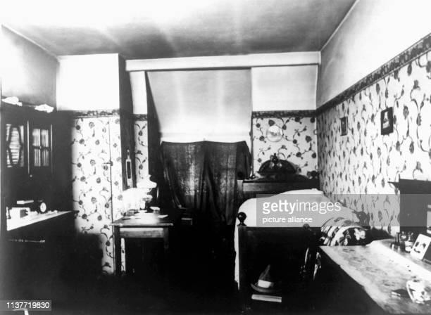 Blick in den Wohn und Schlafraum der Eheleute Kürten Am 22 April 1931 wurde Peter Kürten wegen Mordes in neun Fällen und weiteren Delikten vom...