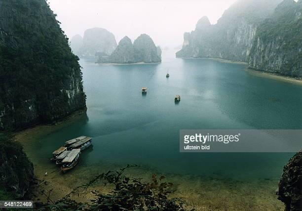 Blick in die Bucht von Halong 1995