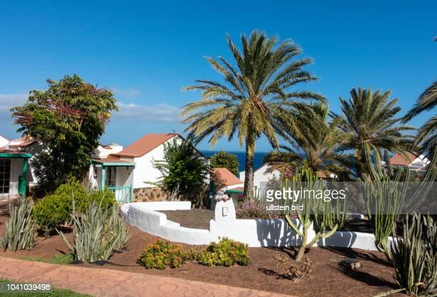 Blick in die Bungalowanlage im Clubhotel Aldiana vor deren renovierung in der Naehe von Morro Jable auf der kanarischen Insel Fuerteventura in Spanien