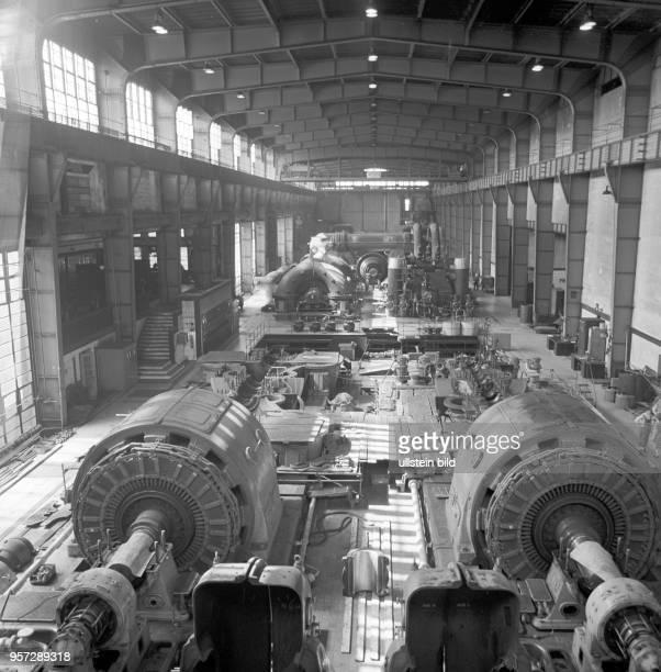 Blick in die Generatorenhalle des Kraftwerks Klingenberg im Berliner Ortsteil Rummelsburg aufgenommen 1972 in Berlin Das Kraftwerk wurde 1925 erbaut...