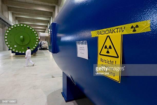 Blick in die Halle 7 des Zwischenlagers Nord in Lubmin . In der Halle stehen Dampferzeuger und das Reaktorgefaess 4 des demontierten Kernkraftwerkes...