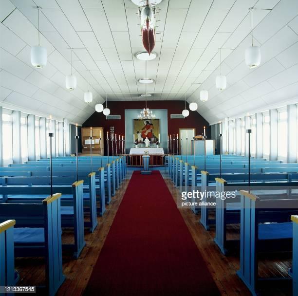 Blick in die nördlichste Kirche der Welt in der Ortschaft Qaanaaq im Distrikt Thule im Nordwesten von Grönland aufgenommen 1995