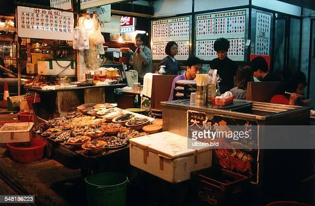 Blick in ein Straßenrestaurant in Yau Ma Tei auf Kowloon Jahreswechsel 1995/1996