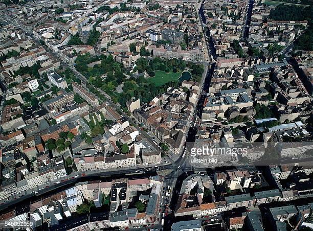 Blick in nördliche Richtung;Rosenthaler Platz, Volkspark am Weinbergzwischen Brunnenstrasse undKastanienallee- Luftaufnahme 1997