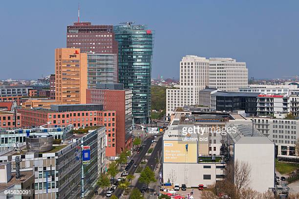 Blick vom Dach des Bundesministeriums für wirtschaftliche Zusammenarbeit und Entwicklung auf die Stresemannstrasse und die Hochhäuser am Potsdamer...