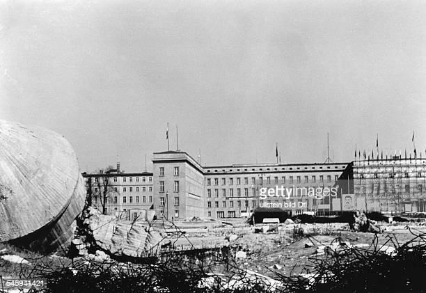 Blick vom Gelände des Gartens der ehem.neuen Reichskanzlei auf ein Hintergebäude sowie ein Mitte der30er Jahre errichtetes Seitengebäude desehem....